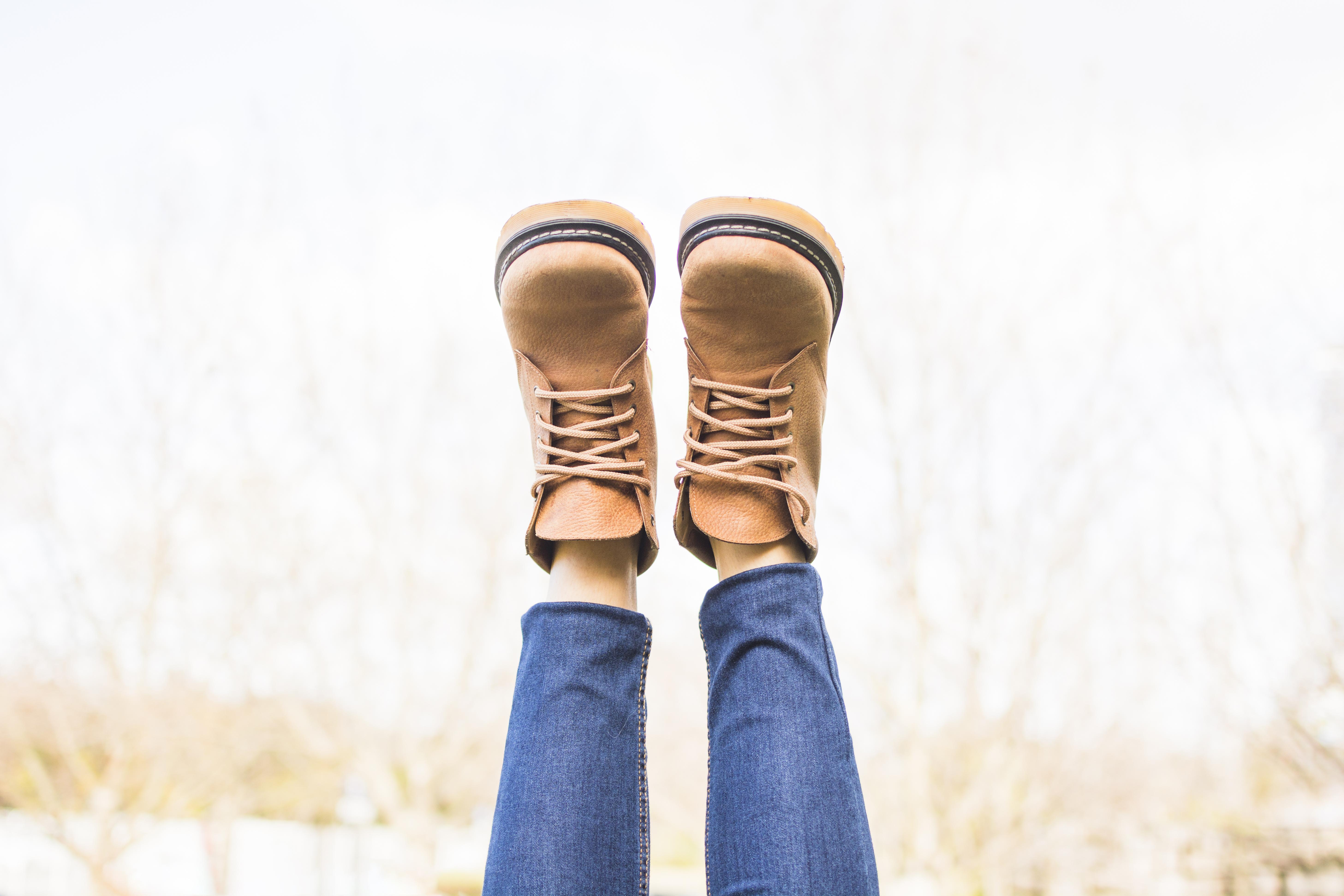 2cfa6548cab7b Замша натуральная. Безусловно, обувь из такого материала выглядит очень  красиво и благородно. Однако, замша бывает очень прихотлива к погодным  условиям и к ...